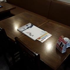 4名様まで座れるテーブル席