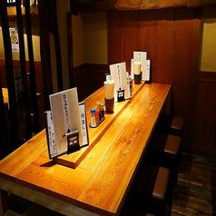 2~4名様用のテーブル席当店では歓送迎会やパーティーなどの各種ご宴会を承っております!ご予約はお早めにどうぞ♪また、こだわりのお料理とお酒を提供中!野らぼー自慢のうどんはつるつるしこしこの絶品♪やみつきの食感です!
