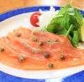 料理メニュー写真ノルウェー産自家製サーモンマリネ
