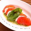 料理メニュー写真トマトとモッツァレラのカプレーゼ