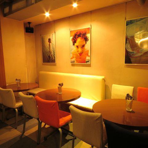 ◆様々なシーンに合わせて◆広々とした店内にはたくさんのテーブル席をご用意しています。ご友人同士はもちろん、おひとり様でもお気軽にご利用いただけます♪柔らかな照明の下でシェフこだわりのメニューをごゆっくりとお楽しみください☆