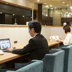 ビジネスに最適な電源設備を完備したカウンター席
