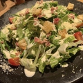 料理メニュー写真ゴロッとクルトンのシーザーサラダ