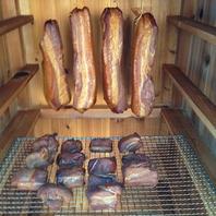 「こだわり」手作りの窯で作る、燻製