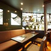 開放感のある店内のテーブル席で、ワイワイとにぎやかな周りの雰囲気を感じながらお料理やお酒を楽しんでいただくのも当店ならではです!人数やご利用シーンに合わせてお席をご用意しておりますので、お気軽にお問合せください。