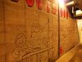 モツラの宴会シーンをイメージした壁画が仲間入り。 ひょっこりモツラも覗いてますよ
