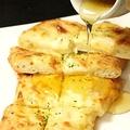 料理メニュー写真ゴルゴンゾーラのナンピザ