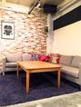 1階とは異なる雰囲気の2階。ふんわり・ゆったりのソファーは女子会やコンパに大人気です。