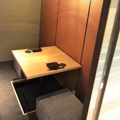 個室は2名様からご用意しております。小人数での飲み会・お食事・デートに最適な空間!大阪本町の個室居酒屋なら楽蔵 大阪本町店へ!