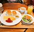 料理メニュー写真ブランチ (◆プレーンオムレツ◆ロールパン◆サラダ◆オレンジジュース◆コーヒー or ティー(HOT/ICE)
