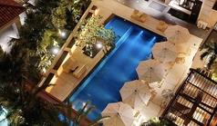 The pool side bar ザ・プールサイドバーの写真