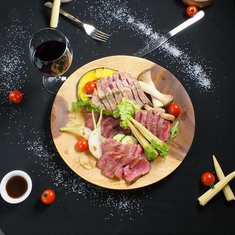 隠れ家バル★鉄板で焼き上げるお肉が大好評!季節毎のメニューも充実◎