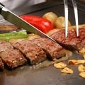 料理メニュー写真鉄板焼ビーフステーキ