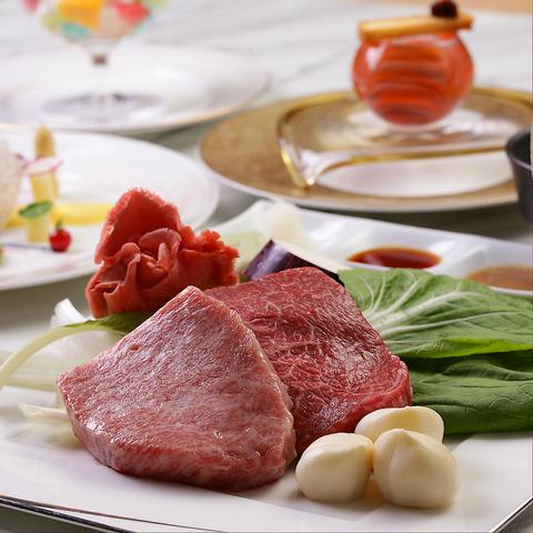 厳選素材を使用した鉄板焼の特別コースで大人の食事をお楽しみいただけます。