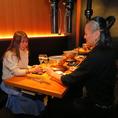 テーブル席で、対面でデート♪も、いいですね!!落ち着いた黒色に温かみのあるオレンジ色の照明が心地のいい雰囲気を演出しております♪≪赤坂・赤坂見附・六本木≫周辺でコスパ◎で【女子会/接待/デート/宴会/歓送迎会】に最適なお座席をご用意しております!