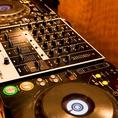 【DJブース】CDJ、4チャンネルのDJミキサーを完備したDJブースがあり、貸切利用の際にはお好きな音楽を流してダンスイベントのようなパーティーも可能です。