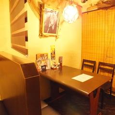 半個室になっているテーブル席。ちょっとした飲み会や海鮮料理を楽しむ女子会に◎