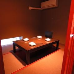 4名様用の掘りごたつ個室は2卓ご用意。最大では14名様の宴会も可能です!