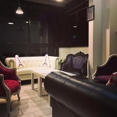 豪華なソファとゆったり空間で、プライベートなパーティーにおススメ♪バースデーや記念日のお祝いに予約して利用したいスペシャルなスペースです。時間を忘れてくつろぐことができるので、会話を楽しみながらゆっくりと過ごす女子会などに絶対おすすめです♪