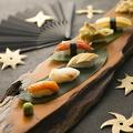 料理メニュー写真握り寿司流木盛り(六貫)