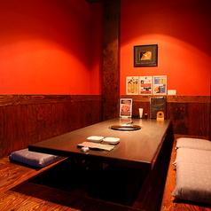デートにおすすめ、ほのかな灯の赤いお部屋