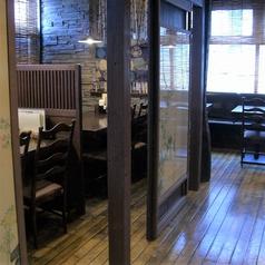 落ち着いた店内でゆっくりお食事してください。4名様用テーブル半個室、12名様用テーブル半個室ございます★