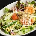 料理メニュー写真新鮮野菜のチョレギサラダ/居酒屋定番ツナコーンサラダ