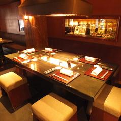 通常団体様でご利用頂いてる大きなテーブルを2~3名様、2組でご利用頂けます。