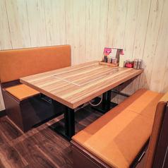 6名様用テーブル席は2卓ご用意しております。※最大12名様でご利用可能です。