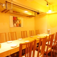 テーブルをくっつけて8名様までOK!中小宴会・会社宴会にどうぞ。席が限られていますのでご予約はお早めに!