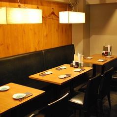 通常のテーブル席もございます。お履物をお脱ぎになられたくないお客様なども安心。