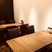 会社の急な飲み会にも嬉しいテーブル席。誕生日や女子会にもおすすめです