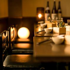 温かみのあるダウンライトが照らし出す個室空間で日頃の疲れを癒す至福の一時をどうぞ。最大35名様まで個室席へご案内させて頂きます。