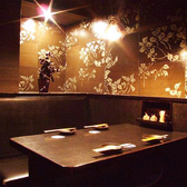 少人数で楽しく飲み会をされたいお客様に最適なテーブル席です。個室席となっておりますので、他のお客様に気兼ねすることなく楽し時間をお過ごしいただけます♪ご宴会や飲み会に是非ご利用ください。(渋谷/居酒屋/個室/焼き鳥/和食/誕生日/女子会/貸切/宴会/3時間飲み放題)