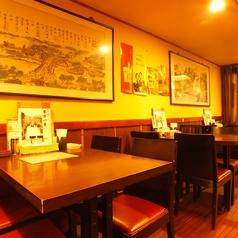 ゆったり座れるソファー席♪各人数に合わせて、個室をご用意!最大60名様までご利用頂けます。円卓個室は宴会に最適!中華といえば円卓、1つのテーブルで囲んで食べる料理は格別です。角がない円卓は無意識に緊張感が和らぎ、リラックスして食事して頂けます。銀座で中華のお店をお探しならぜひ当店で★