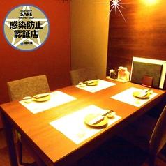 テーブル席の個室です。(2名様から4名様迄。最大12名様まで可能です)