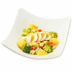 料理メニュー写真シーザーサラダ/グリルチキンのコブサラダ