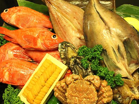 創業29年老舗で食す、活蟹・河豚・ウニ・キンキ・マグロなど豪華海鮮!