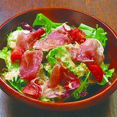 料理メニュー写真イタリア産プロシュートサラダ