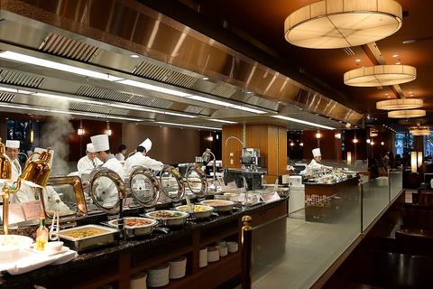 和食、洋食、中華、デザートの専門シェフが作る本格料理をビュッフェで楽しめます。