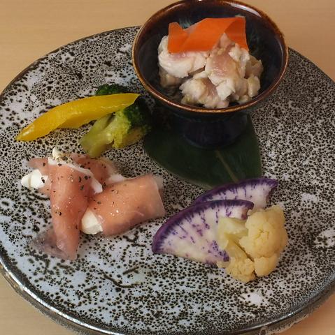《本格和食料理が味わえるフルコース》全9品4000円(抜)