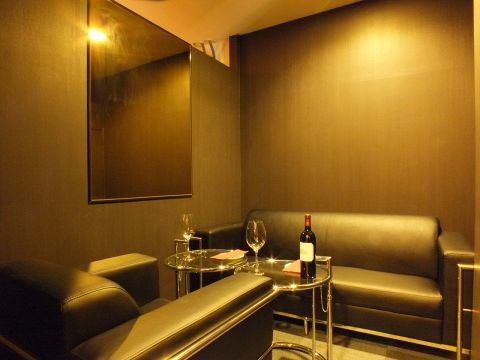 完全個室(2名~4名)女子会・デートなど、ゆったりとした空間で本格フレンチとワインをお楽しみください。