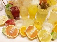 100種類の豊富な飲み放題メニュー!