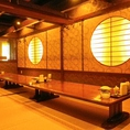 和のテイストが美しいデザインの個室。大型宴会はもちろん、様々な用途でご利用ください。細部にまでこだわった部屋です。