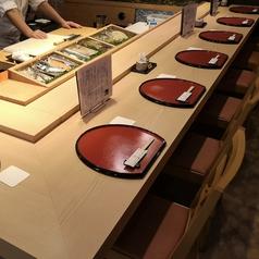 目の前で職人が握るお寿司をご堪能くださいませ!