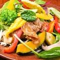 料理メニュー写真幻霜豚と千葉野菜の農園サラダ