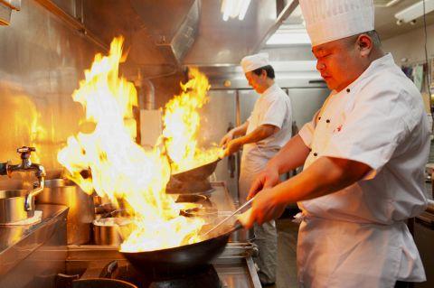 中華国際料理大会で受賞歴のある料理長が腕を振るう本格中華料理が楽しめる居酒屋☆