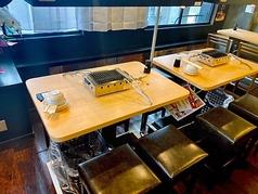 2階はテーブル席でゆったりとした空間です。美味しいお肉を食べながら、お酒を飲んで、そんな気分の時におすすめです。
