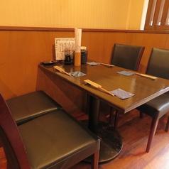 【ゆったりと使えるテーブル席】3~4名の少人数宴会に最適!仲良しの友達や同僚、先輩などと気兼ねなく楽しいお時間をお過ごしください☆