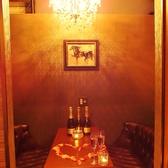 プライベート感抜群の個室は4名様迄のご利用になります。女子会やデート、お誕生日会など様々なシーンにつかえる落ち着いたおしゃれ空間です♪
